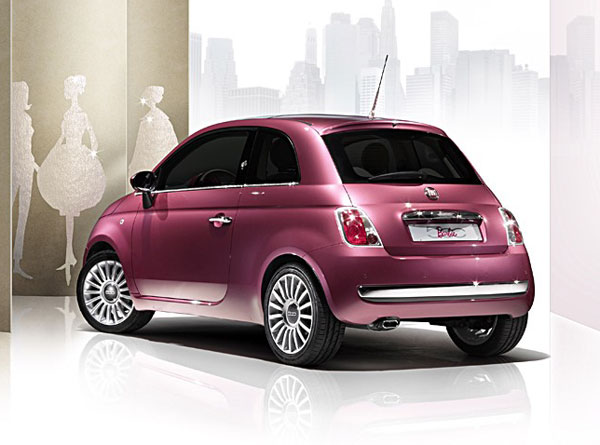 fiat 500 barbie mit swarovski kristallen. Black Bedroom Furniture Sets. Home Design Ideas