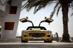 Mercedes SLS AMG in Gold