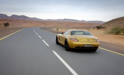 Mercedes SLS AMG in Gold