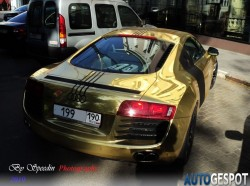 goldener Audi R8 in Russland