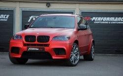 Matt-rot eingekleidet: fostla.de schärft alten BMW X5 M nach